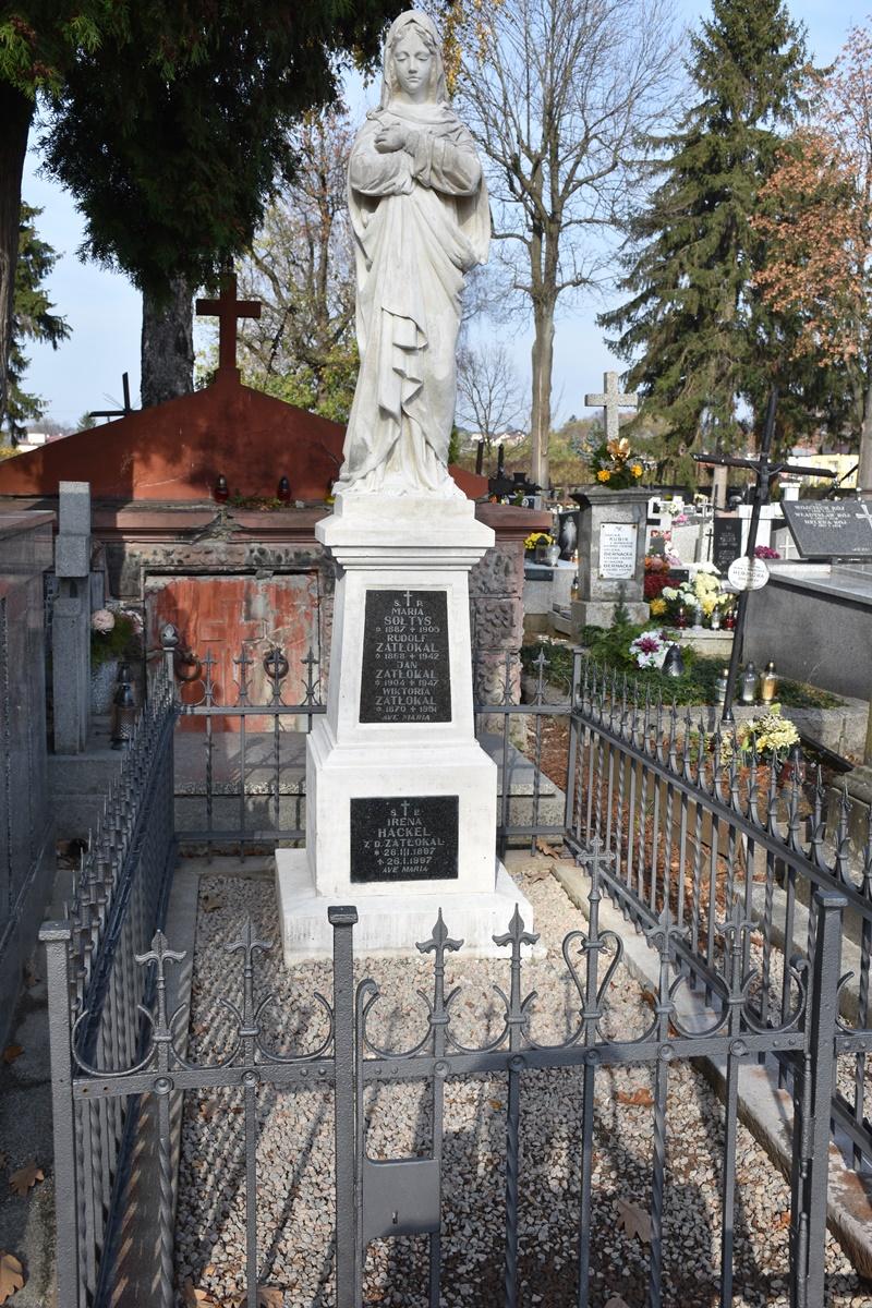 Figura Matki Boskiej na nagrobku Marii Sołtys