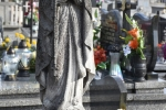 Figura MB Różańcowej na grobie Maryi Gubały