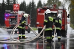 Strażacy neutralizują plamę oleju na DK 73 w Kołaczycach