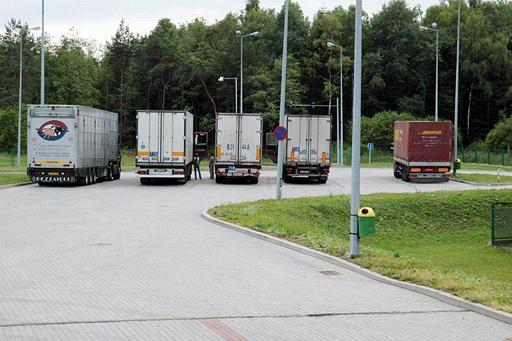 Kierowcy samochodów ciężarowych, którzy przekroczą granicę polsko-słowacką, będą kierowani na najbliższe parkingi (fot. arch. KOSG)
