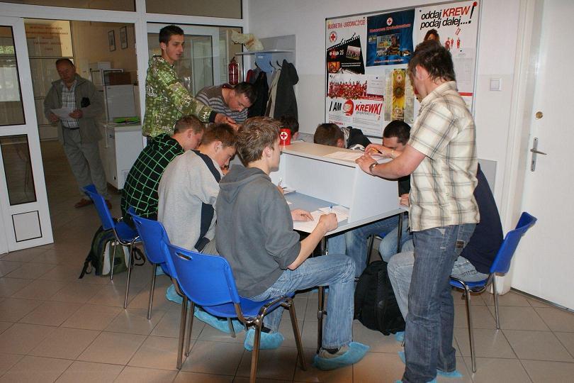 Honorowi krwiodawcy z Budowlanki oddali prawie 8 litrów krwi (fot. ZSB)