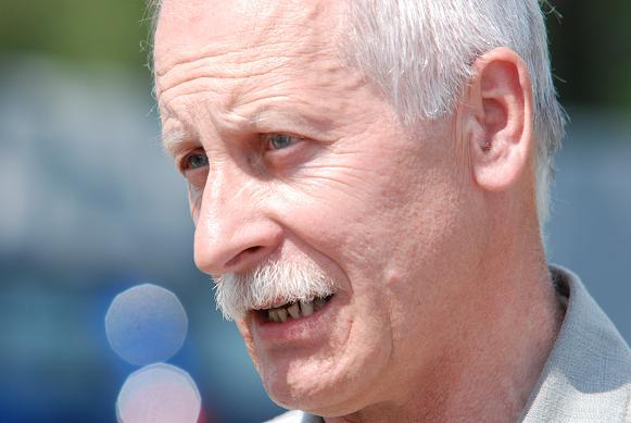 Jedynym kandydatem w wyborach jest Bogusław Wójcik, który od 19 lat jest sekretarzem gminy Tarnowiec. Fot. Damian Palar