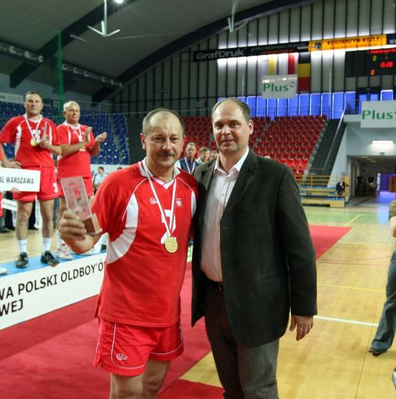 Aleksander Czerwinski wraz z Arturem Popko, prezesem Profesjonalnej Ligi Piłki Siatkowej S.A. Fot. archiwum