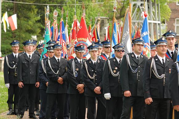 We mszy świętej wzięły udział delegacje OSP z całego powiatu jasielskiego. Fot. Damian Palar