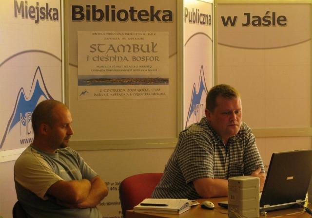 Spotkanie w bibliotece poświęcone wyprawie do Stambułu. Fot. MBP w Jaśle