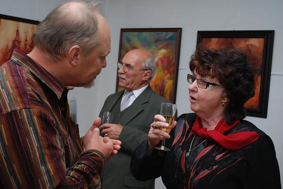 Artystka podczas dzisiejszego wernisażu w jasielskim muzeum. Fot. Damian Palar