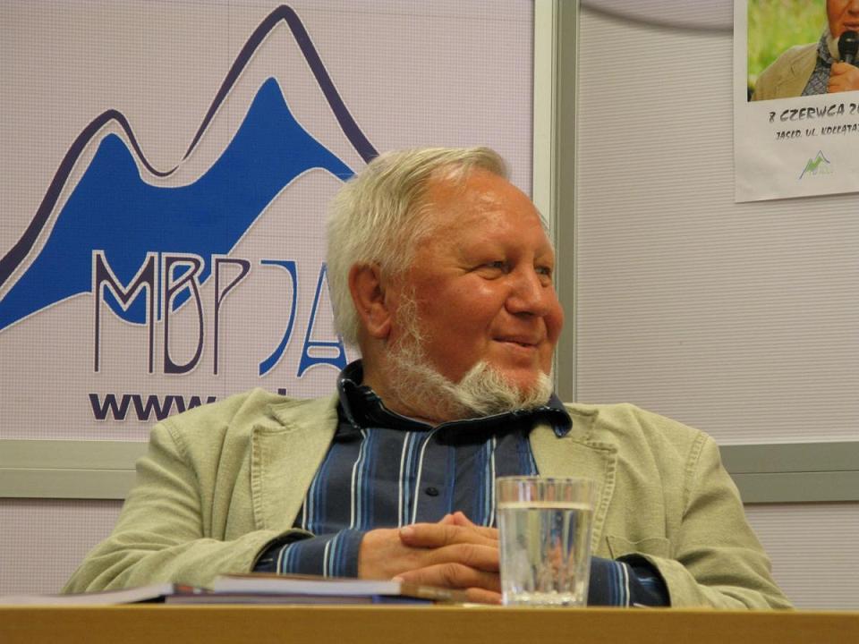 Adam Ziemianin gościł w poniedziałek w jasielskiej bibliotece. Fot. MBP w Jaśle