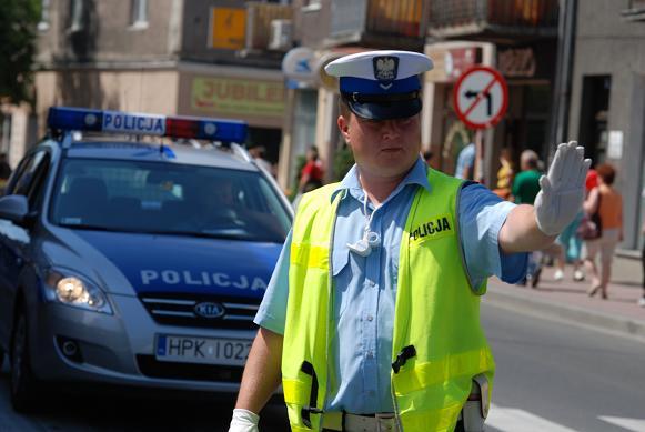Jasielscy policjanci będą kierować ruchem i wskazywać objazdy. Fot. Damian Palar
