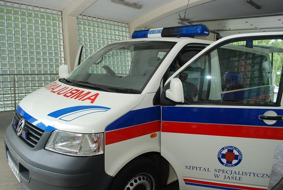 Po ćwiczeniach przewidziano pokazy sprzętu ratownictwa medycznego przez obsługę karetki Pogotowia. Fot. Damian Palar