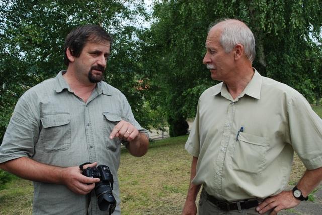 Kryta Dusan Demcak (z lewej) oraz Bogusław Wójcik są zadowoleni ze współpracy obu samorządów gminnych. Fot. Daniel Baron