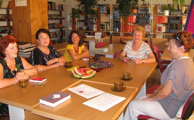 Na zdjęciu (od lewej): Rozalia Kolanko, Barbara Tora, Urszula Wójcik, Maria Pion i Teresa Furmanek-Wnęk. Fot. MBP w Jaśle