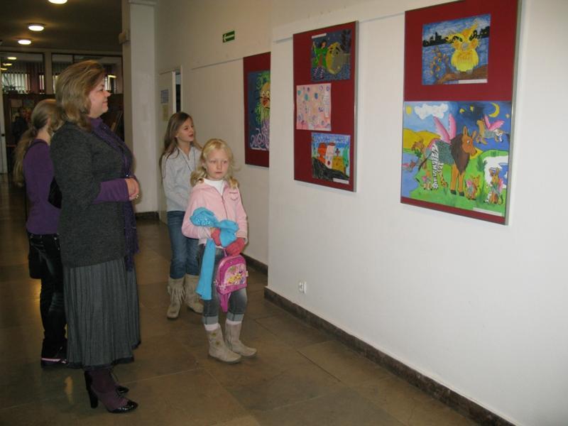 Wystawa w holu biblioteki. Fot. Miejska Biblioteka Publiczna w Jaśle