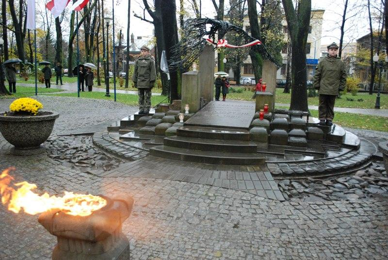 Grób Nieznanego Żołnierza w Jaśle. Fot. Damian Palar / terazJaslo.pl