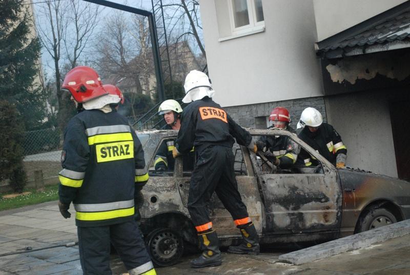 Auto spaliło się doszczętnie. Fot. Damian Palar