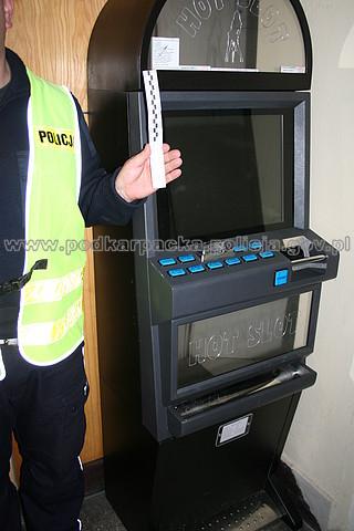 Zabezpieczony automat do gier. Fot. POLICJA