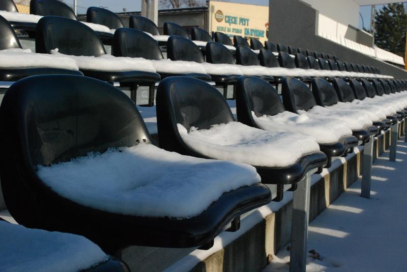 Nowe krzesełka na stadionie. Fot. terazJaslo.pl / Damian Palar