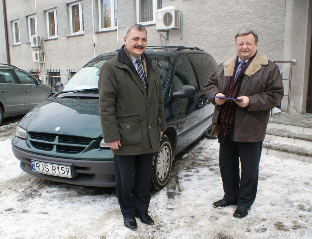 Przekazanie samochodu. Fot. PNiG Jasło