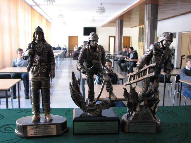 Statuetki dla laureatów konkursu. Fot. UMJ
