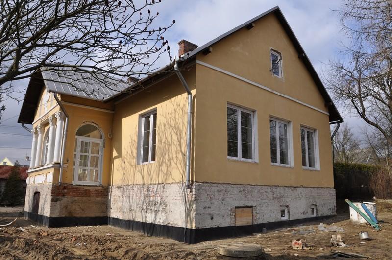Budynek byłej szkoły w Chrząstówce. Fot. terazJaslo.pl / Damian Palar