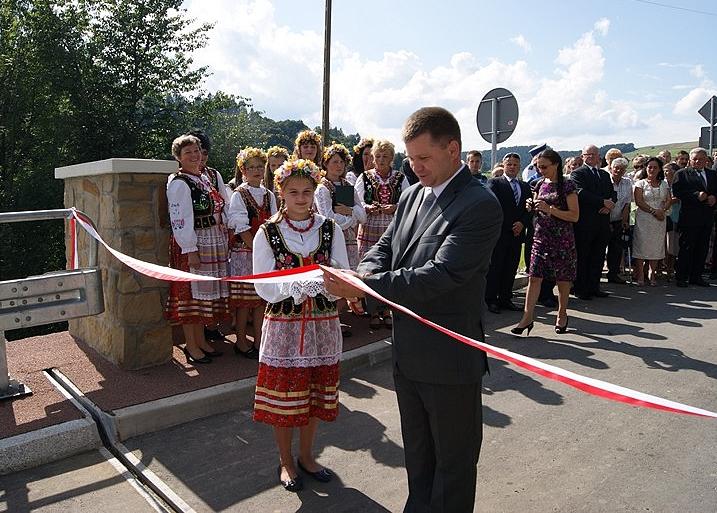 Otwarcie mostu w Kątach przez Adama Kmiecika, starostę jasielskiego