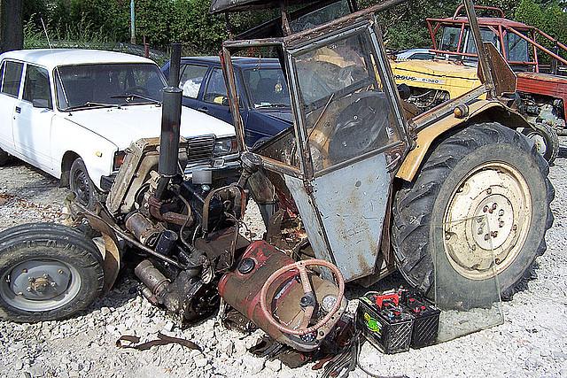 Ciągnik rolniczy po wypadku