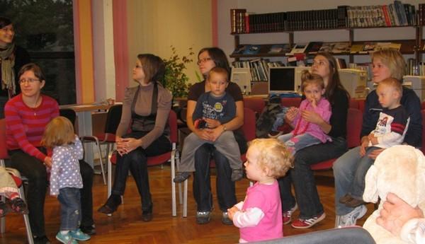 Spotkanie Klubu Czytających Rodzin w MBP