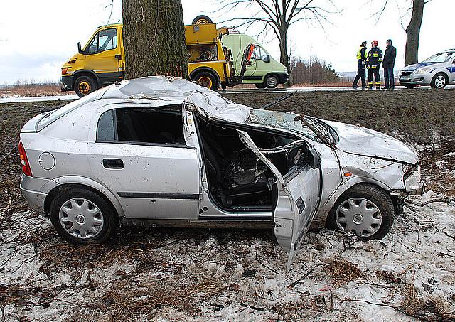 Wrak samochodu po wypadku