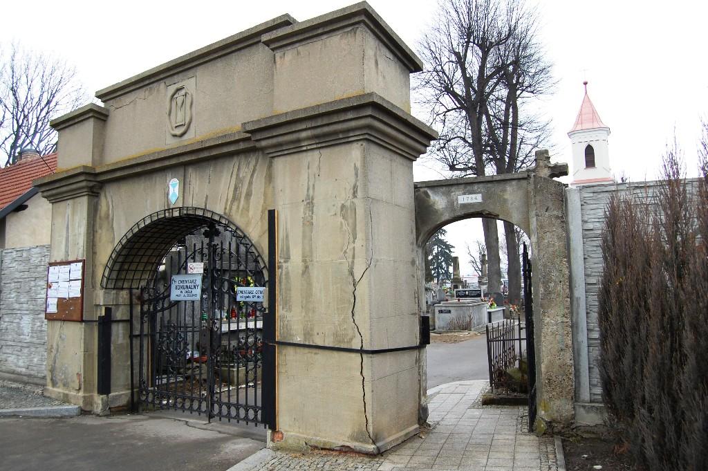 Brama wejściowa na Stary Cmentarz