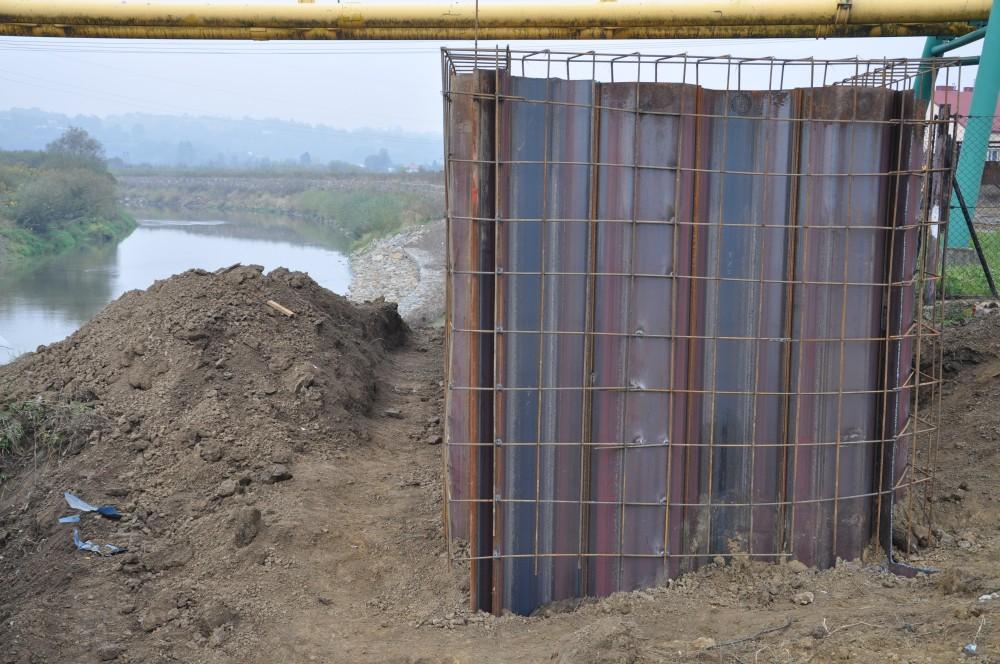 Budowa wału przeciwpowodziowego na rzece Ropie przy ulicy Słonecznej