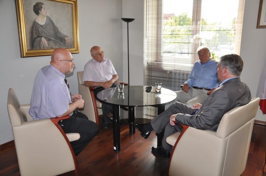 Zdjęcie ze spotkania władz miasta ze Zbigniewem Skrudlikiem