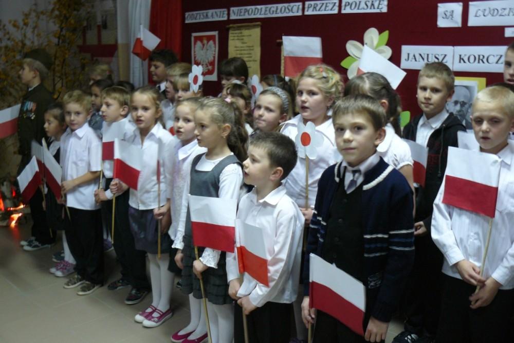 Patrioci ze szkoły podstawowej w Łysej Górze