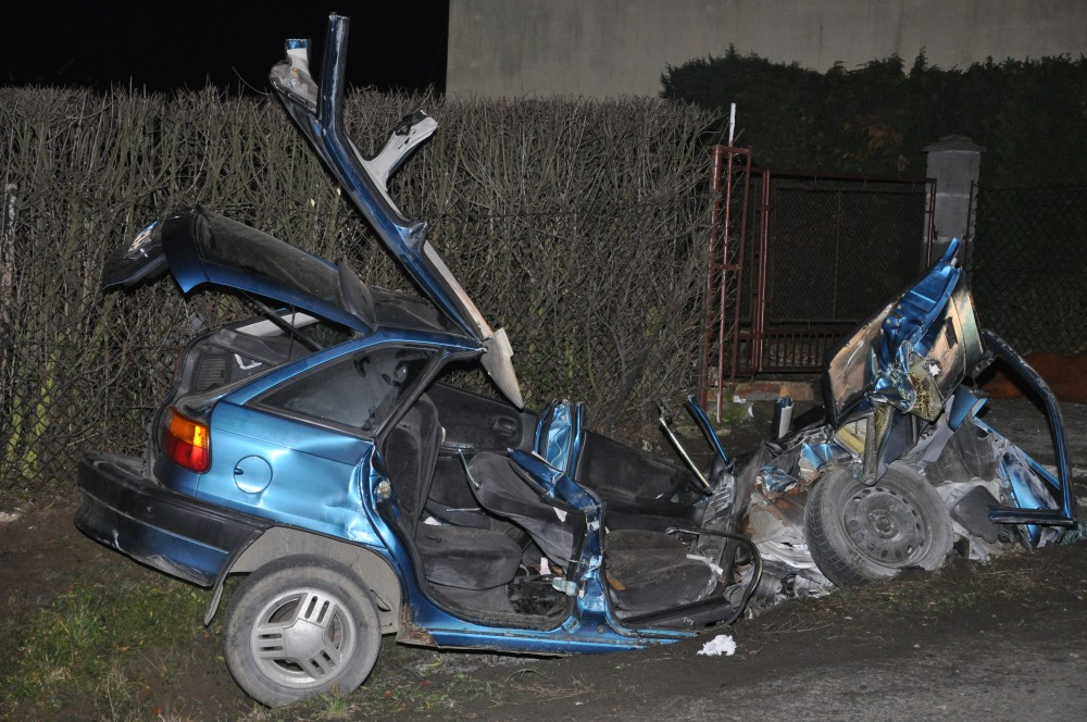 Wrak pojazdu z wypadku w Dobrucowej