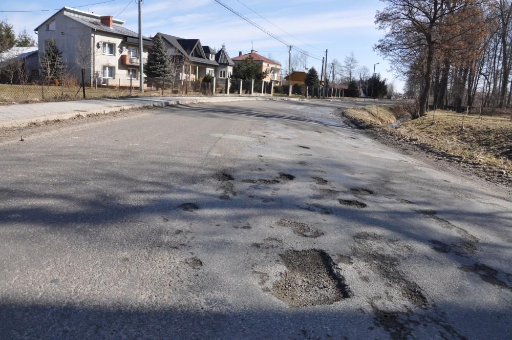 Droga powiatowa w Bieździedzy