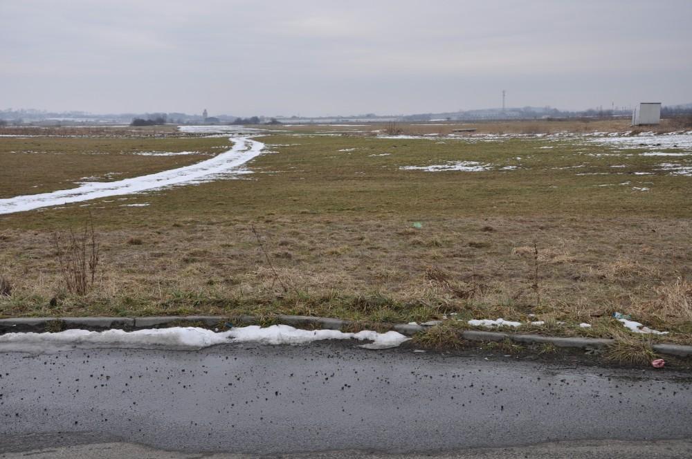 Na tej działce obok dawnych zakładów płyt wiórowych Furnel będą mogły lądować śmigłowce ratownicze