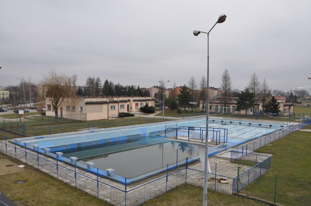 Widok ogólny basenu odkrytego