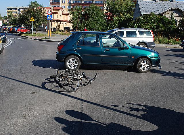 Potrącenie rowerzysty na Szkolnej