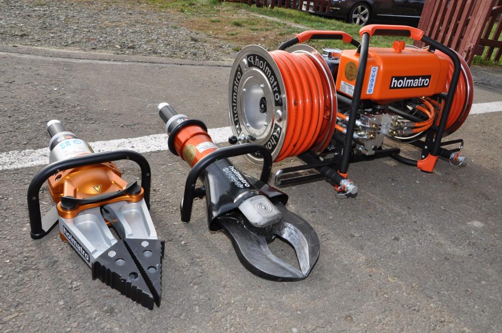 Strażacy ze Święcan otrzymali sprzęt do ratownictwa drogowego