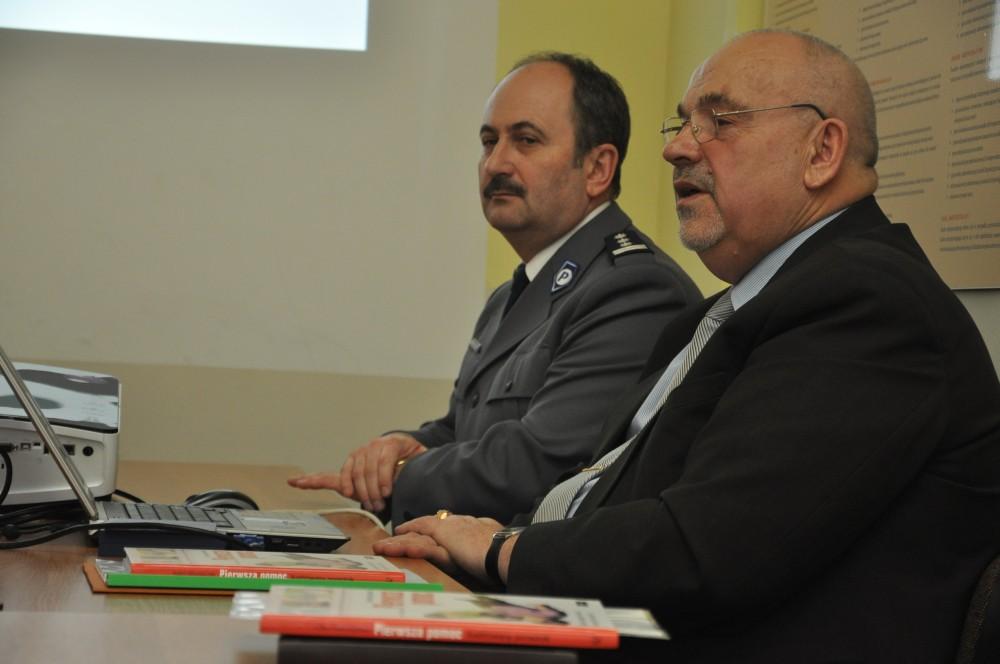 Prezes JKMiRD Józef Biernacki. W tle: komendant Andrzej Wędrychowicz. Fot. © terazJaslo.pl / DAMIAN PALAR