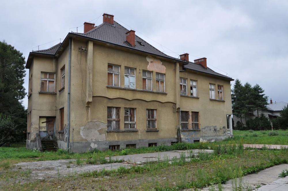 Ruina po byłym przedszkolu kolejowym. Fot. © terazJaslo.pl / DAMIAN PALAR