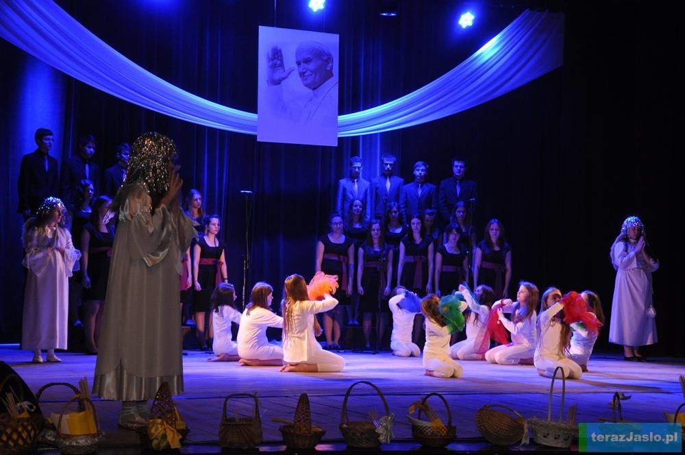 Okolicznościowy koncert w Jasielskim Domu Kultury. Fot. © terazJaslo.pl / DAMIAN PALAR