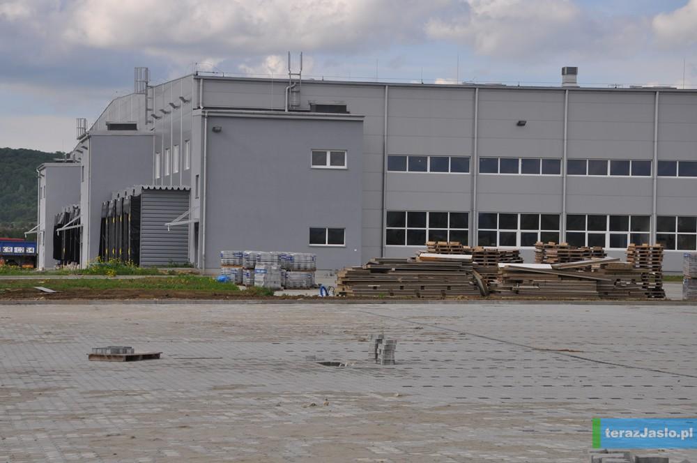 Fabryka mebli, która powstaje w Jaśle w tzw. specjalnej strefie ekonomicznej przy ulicy Fabrycznej. Fot. © terazJaslo.pl / DAMIAN PALAR