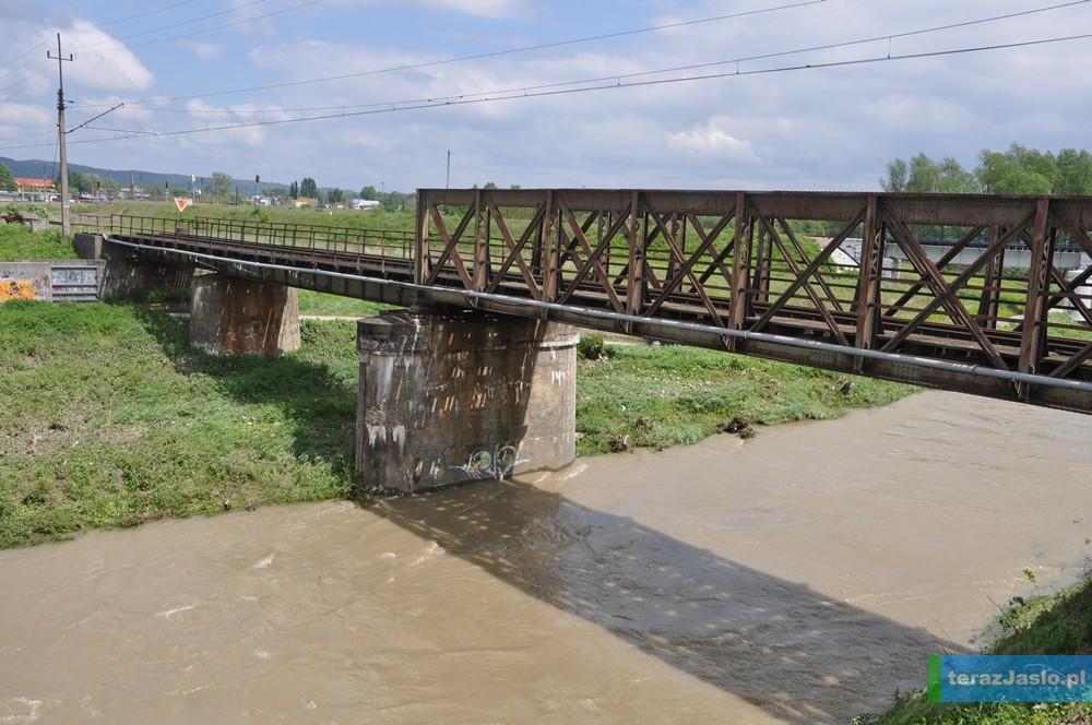 Widok na most przed jego rozbiórką (maj 2014). Fot. © terazJaslo.pl / DAMIAN PALAR