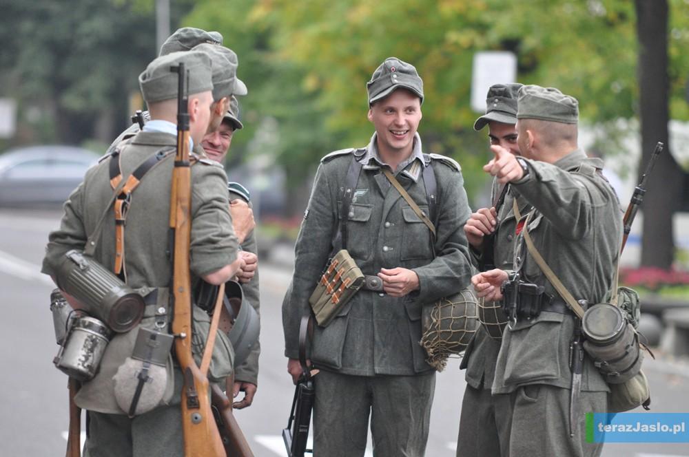 Niemieccy żołnierze na ulicach miasta. Więcej zdjęć w FOTOGALERII.