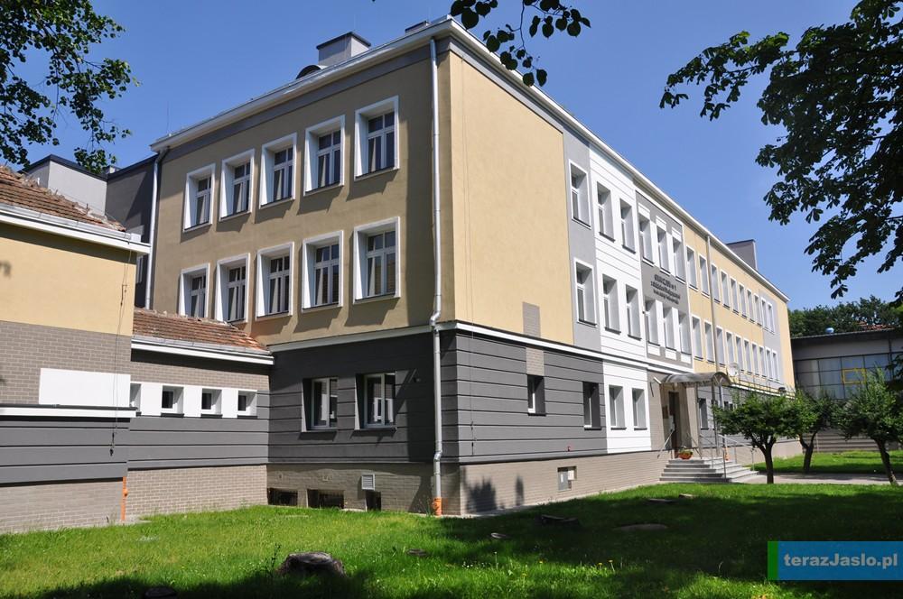 Wyremontowany dzięki funduszom unijnym budynek Gimnazjum nr 1 w Jaśle. Fot. © terazJaslo.pl / DAMIAN PALAR