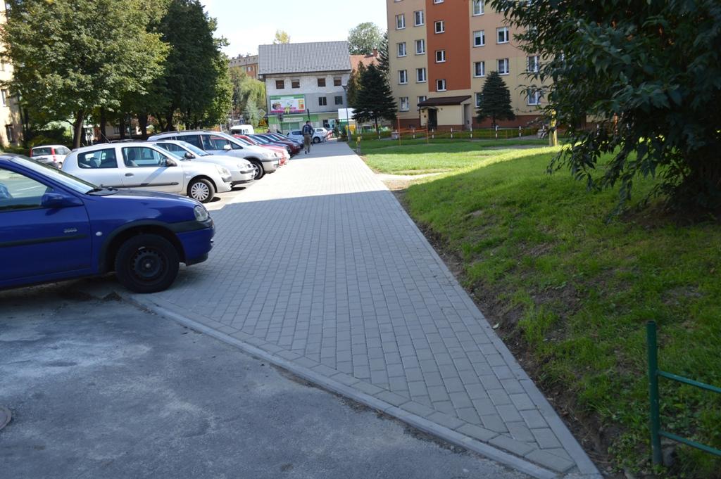 Chodnik przy ulicy Baczyńskiego