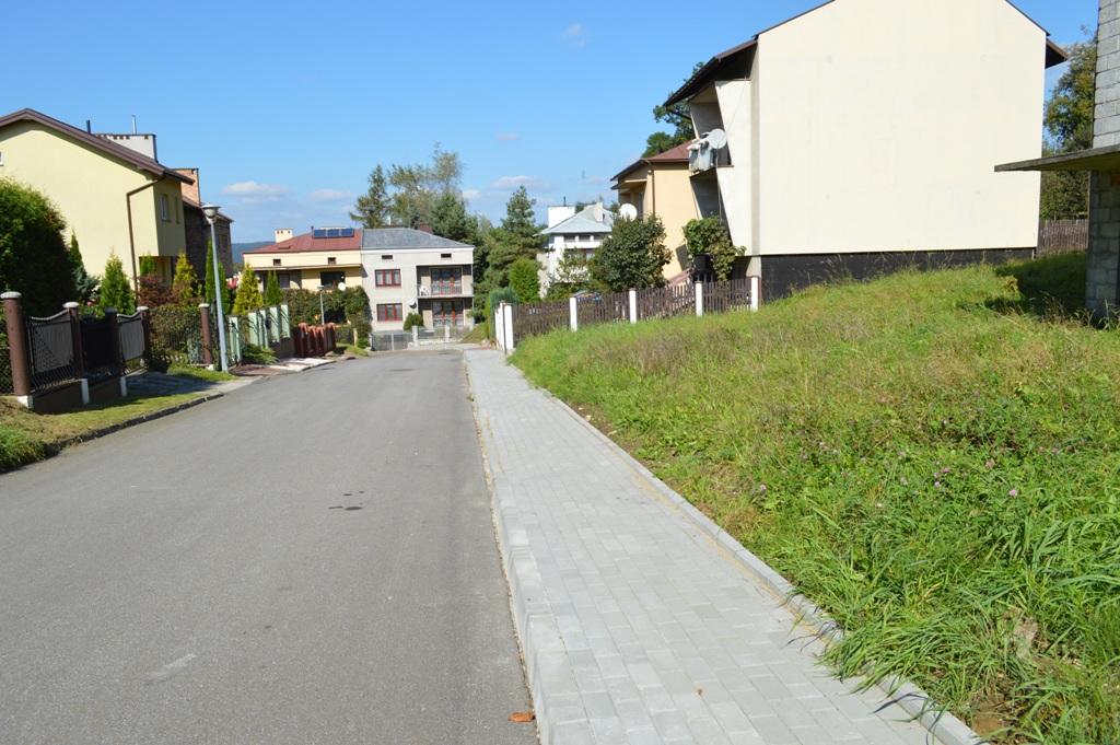 Chodnik przy ulicy Rudolfa Weigla