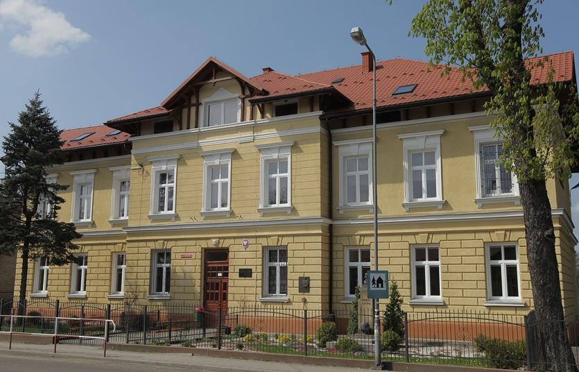 Budynek szkoły przy ulicy Mickiewicza