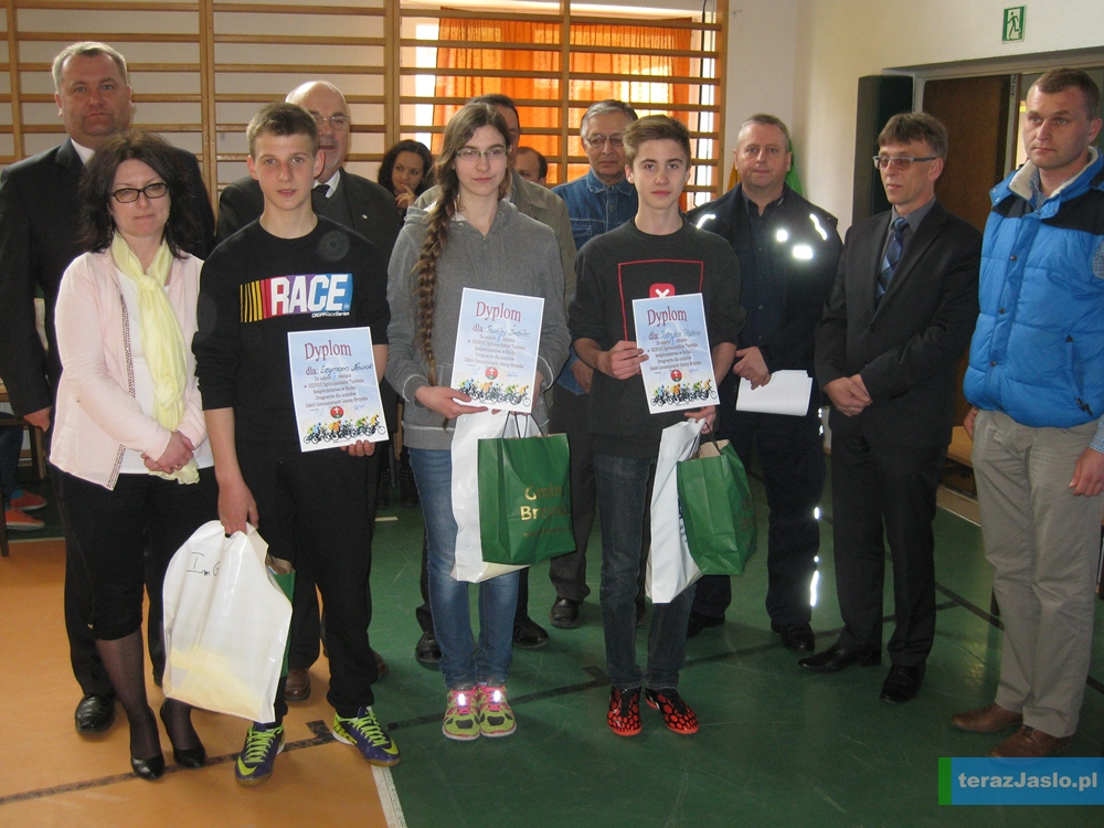 Reprezentacja Gimnazjum w Wróblowej wraz z opiekunem