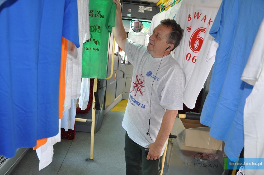 Zbigniew Dranka prezentuje swoją bogatą kolekcję.
