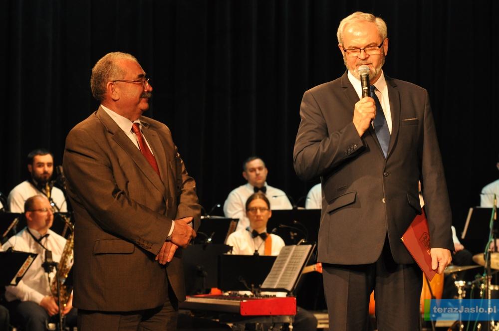 Burmistrz Jasła Ryszard Pabian i prezes KPB Krosno Stanisław Materniak. Fot. © terazJaslo.pl / Damian PALAR